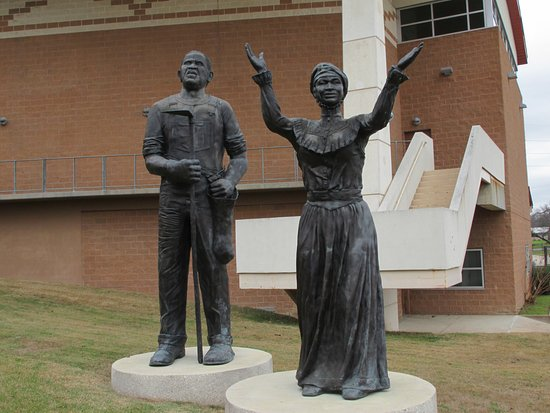 juneteenth-memorial-statue